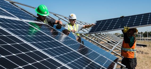 לוחות סולרים, קבלן בנייה ירוקה